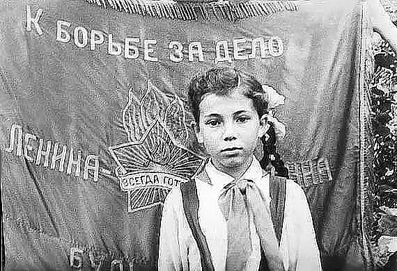 Лариса Рубальская в детстве школа